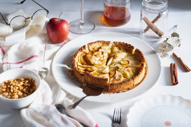 How to make apple cake?